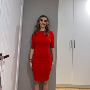Red mid lengthened dress